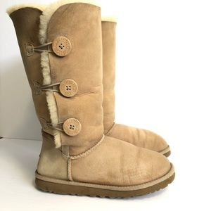 UGG Bailey Button Triplet Sand Suede Boot Size 8